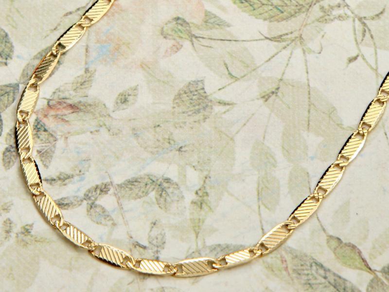 שרשרת זהב רולו מלבנים.