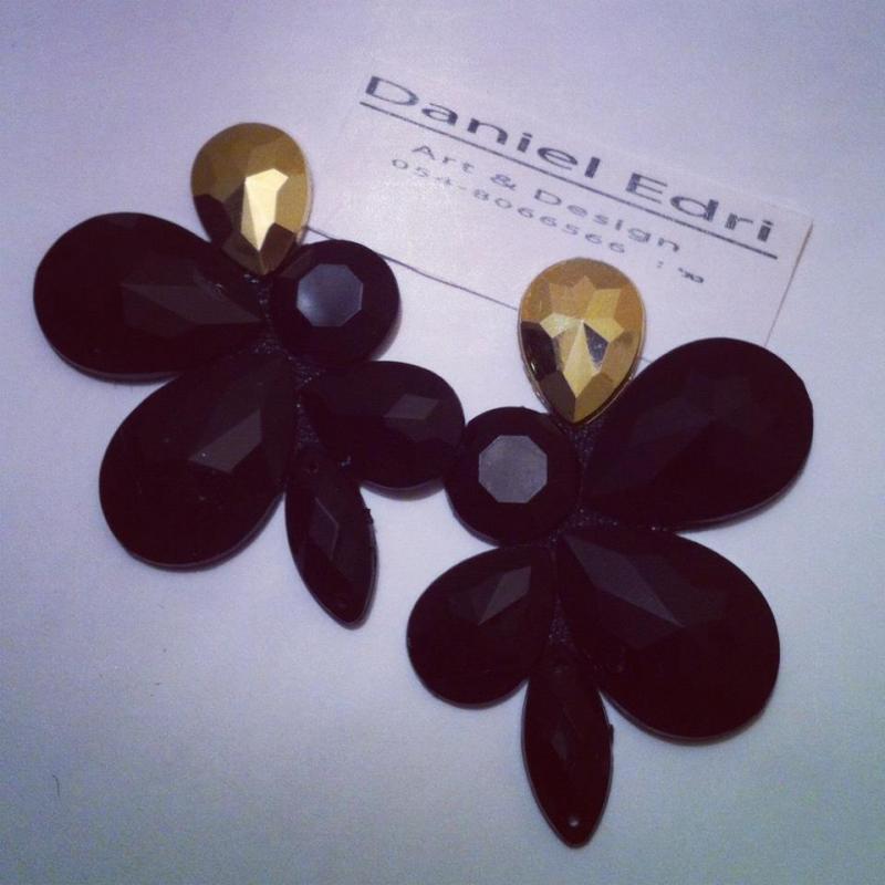 עגיל הפרח השחור- זהב