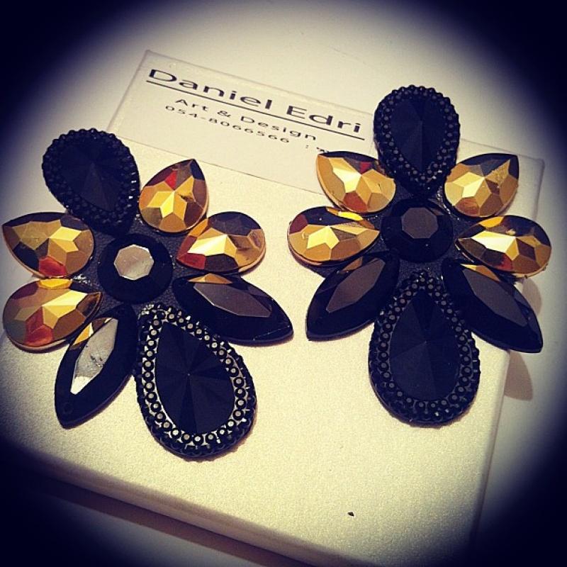 עגיל אסטאר שחור זהב