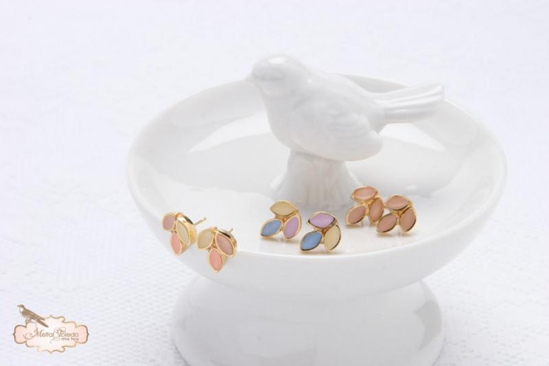 עגילי זהב לוטוס - צמודי אוזן.