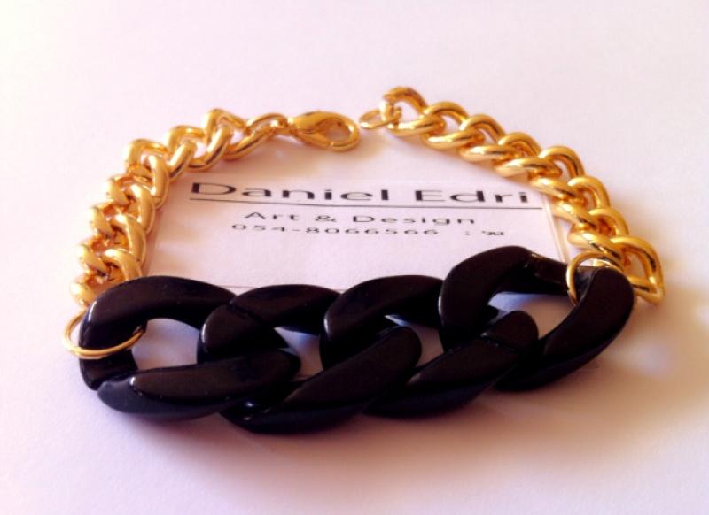 צמיד קולר זהב שחור
