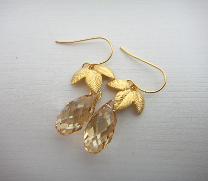 עגילי עלי זהב ואבן סברובסקי