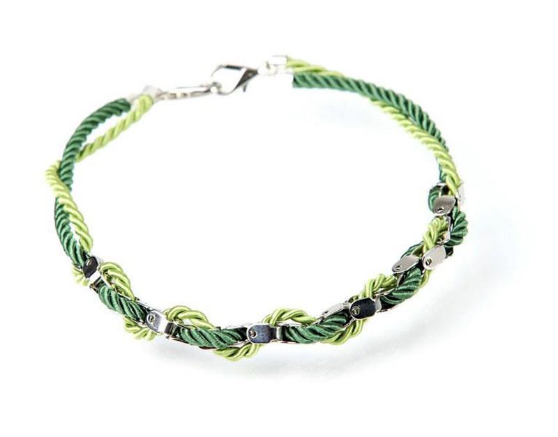 שרשרת צבעונית - ירוק בהיר וכהה