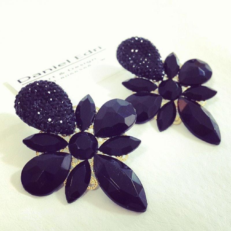 עגיל פלטת הפרח השחור