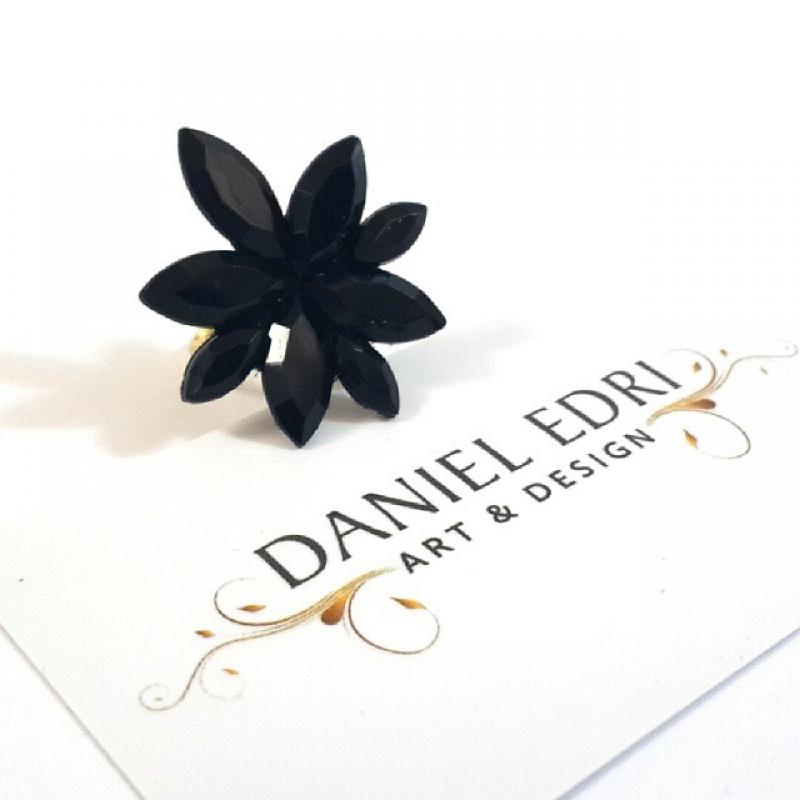 טבעת הפרח השחור