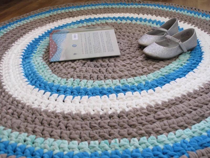 שטיח סרוג מחוטי טריקו, קוטר 109 ס