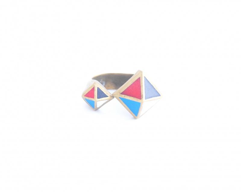 טבעת משולשים צבעונית