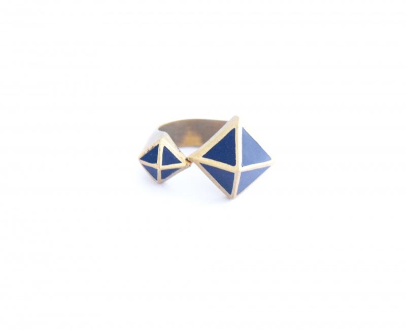טבעת משולשים שחורה- one piece