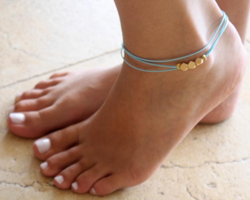 צמיד רגל - צמיד טורקיז לרגל - צמיד חרוזים לרגל - צמיד רגל חרוזים - צמיד רגל אופנתי - צמידי רגלים - תכשיטי חוף - תכשיטי קיץ - צמיד טורקיז  חרוזי זהב