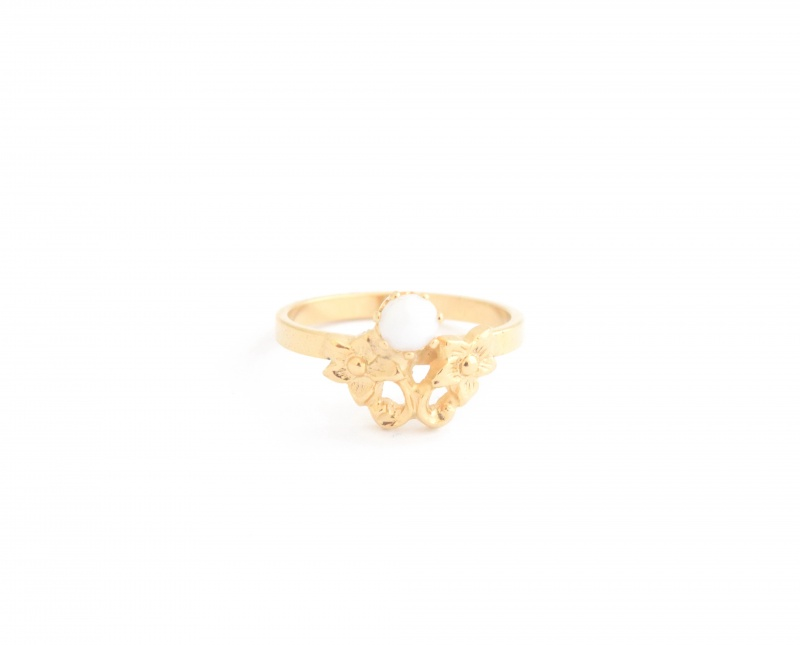 טבעת דיאנה-אבן לבנה