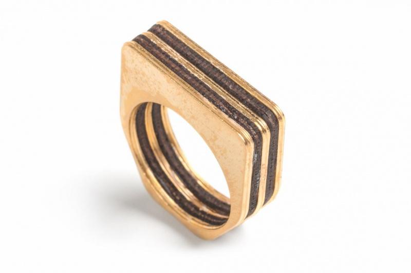 טבעת מרובעת סנדוויץ זהב