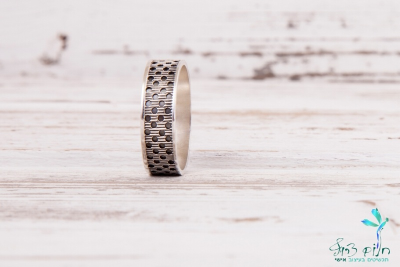 טבעת כסף סטרלינג מנוקדת מושחרת