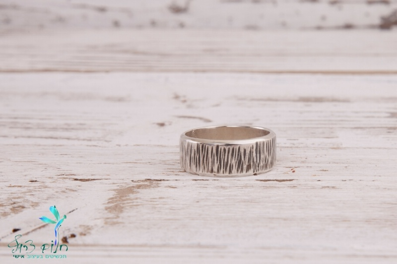טבעת כסף סטרלינג מרוקעת ומושחרת