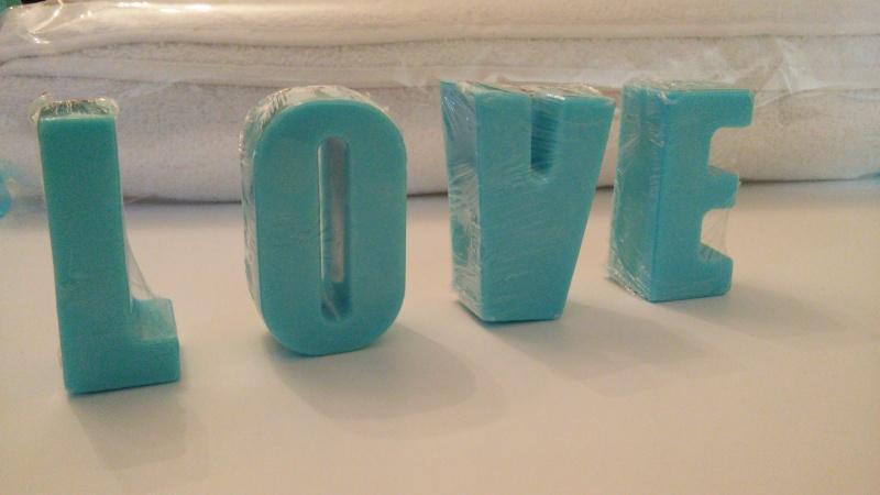 מגבת ומסר מאותיות סבון ריחני