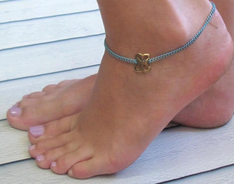 צמיד רגל - צמיד טורקיז לרגל - צמיד זהב לרגל - צמיד רגל אופנתי - צמידי רגלים - תכשיטי חוף - תכשיטי קיץ - צמיד רגל טורקיז עם אלמנט זהב