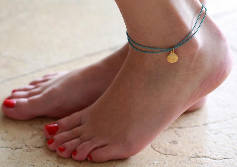 צמיד רגל - צמיד טורקיז לרגל - צמיד רגל עם תליון צדף - צמיד רגל אופנתי - צמידי רגלים - תכשיטי חוף - תכשיטי קיץ - צמיד רגל טורקיז עם צדף