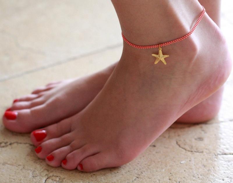 צמיד רגל - צמיד כתום לרגל - צמיד רגל עם תליון כוכב ים - צמיד רגל אופנתי - צמידי רגלים - תכשיטי חוף - תכשיטי קיץ - צמיד רגל כתום עם כוכב ים