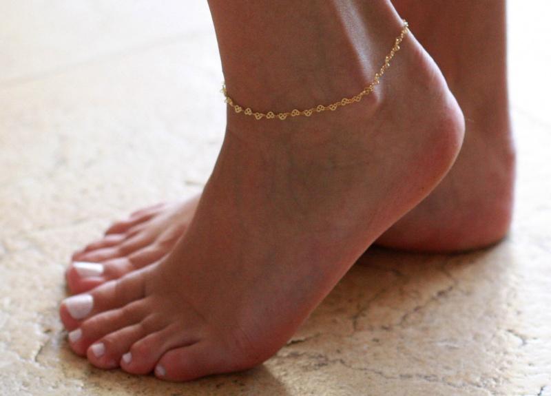 צמיד רגל - צמיד זהב לרגל - צמיד רגל לבבות - צמידי רגלים - תכשיטי חוף - תכשיטי קיץ - צמיד רגל זהב לבבות