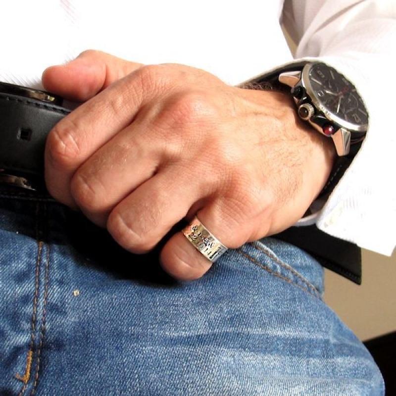 טבעת כסף לגבר עם חריטה. טבעות לגברים בעיצוב אישי - תכשיטי גברים - מתנה לבן זוג - טבעת עם חריטה לגבר- טבעת לאצבע הקטנה