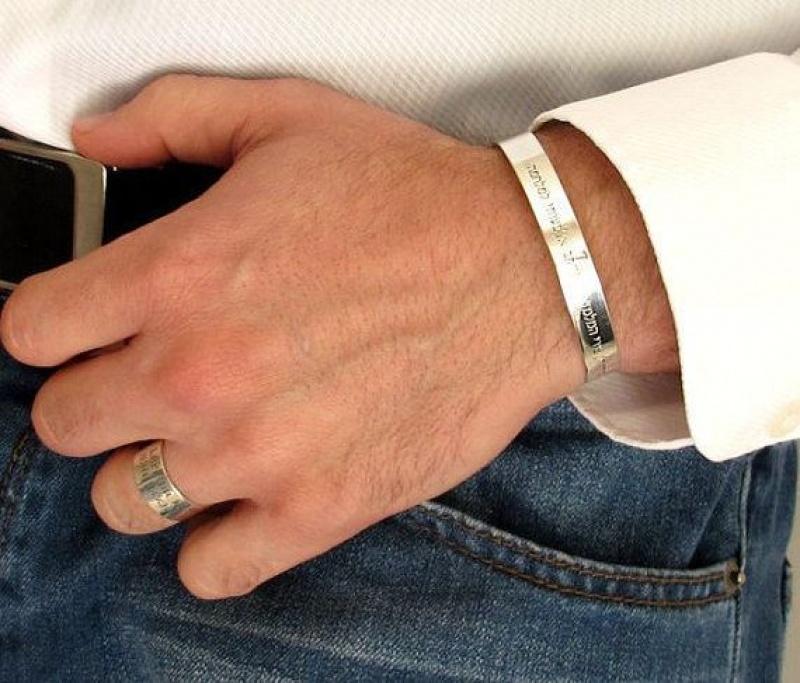 צמיד כסף לגבר עם חריטה אישית - תכשיטי גברים עם הקדשה אישית - מתנה לבן זוג - צמידים לגברים מכסף אמיתי