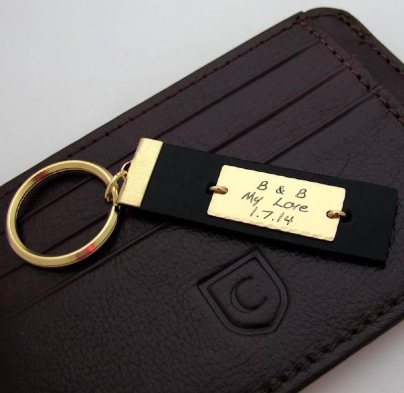 מחזיק מפתחות מהודר לגבר - מחזיקי מפתחות מותאמים אישית חריטה - מתנה עם הקדשה אישית - מתנות לגברים