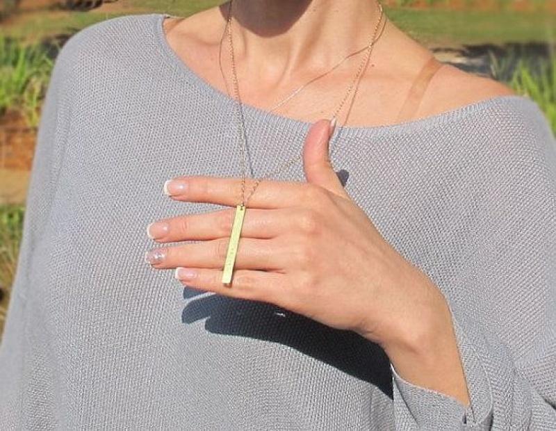 שרשרת זהב עם חריטה אישית - שרשרת ארוכה עם תליון - מתנה לבת זוג - שרשרת אופנתית לאישה
