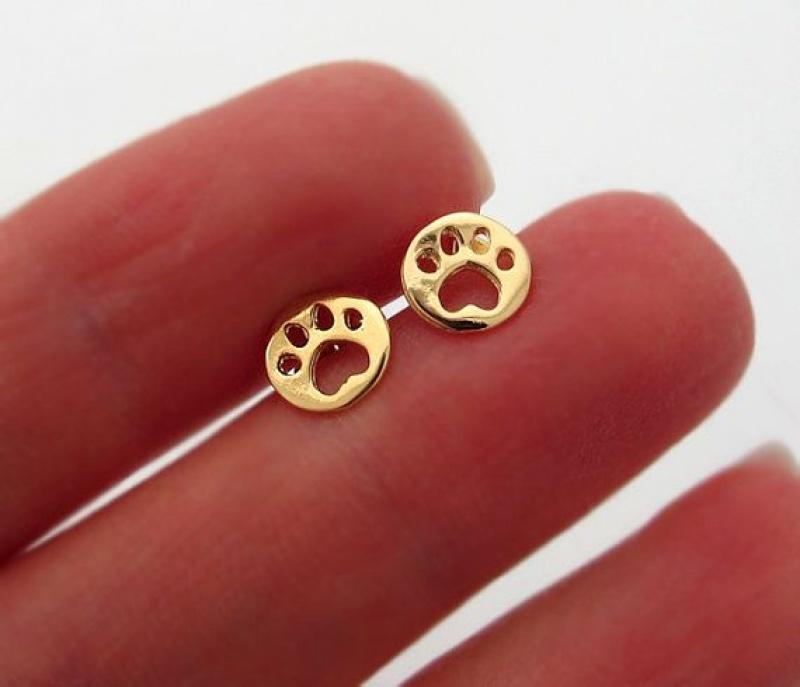 עגילים קטנים לאוזן - עגילי כפת כלב גולדפילד - עגילי זהב חמודים  - עגילים ייחודיים לנשים - מתנות לבעל החיים - מתנה לאישה - עגילים מגניבים