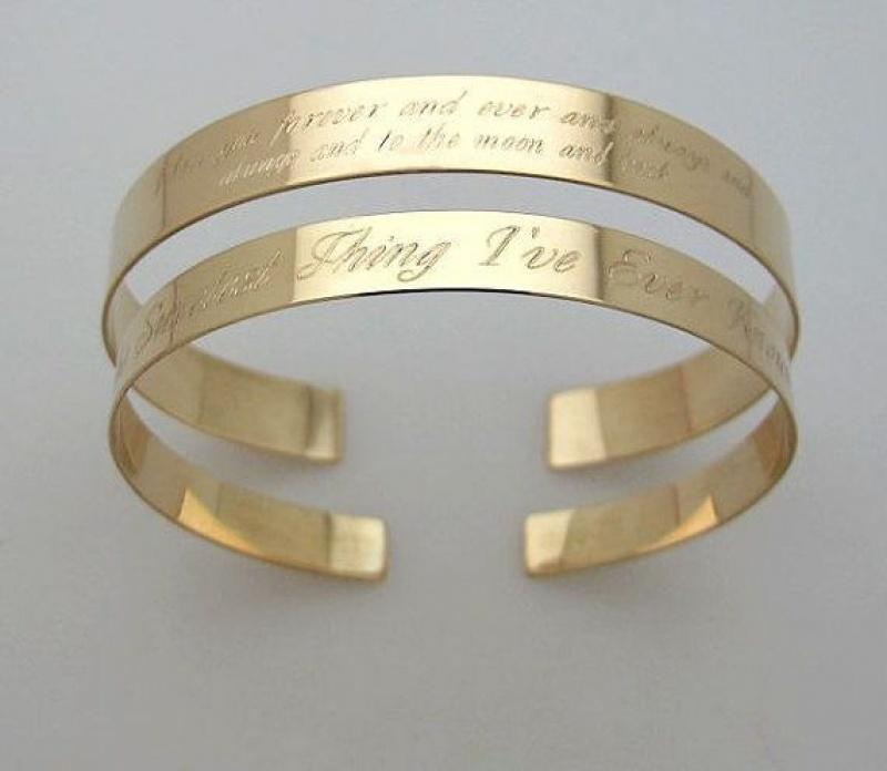 צמיד זהב עם כיתוב בחריטה - מתנה מרגשת לבת זוג - תכשיטים עם הקדשה - צמידים עם חריטה - צמידים מעוצבים