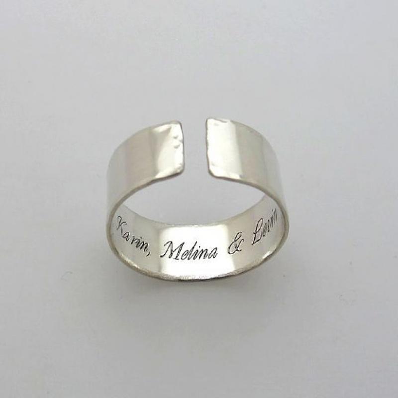טבעות בכיתוב אישי - טבעת כסף עם חריטה מבפנים - כיתוב פנימי על טבעת - מתנה לאישה או לגבר