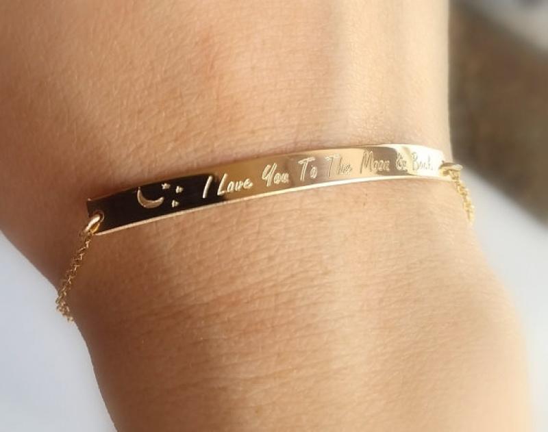 צמיד פלטה מלבנית עם חריטה - צמיד זהב בכיתוב אישית - חריטה על הצמיד - מתנה לבן זוג - מתנה לחברה - צמיד גולדפילד 14K