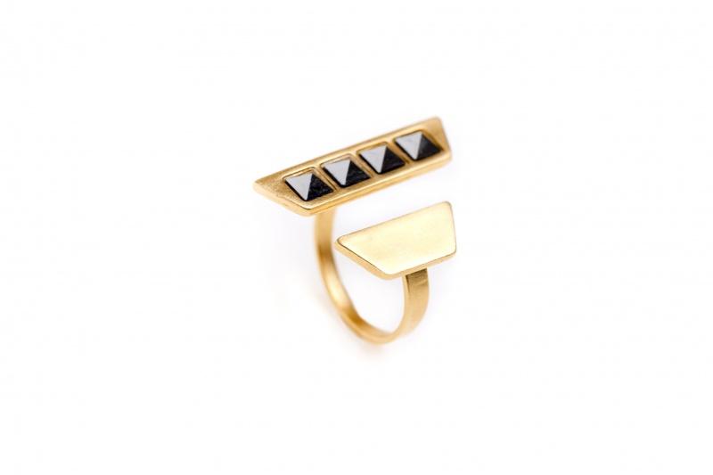 טבעת א-סימטרי אבן שחורה