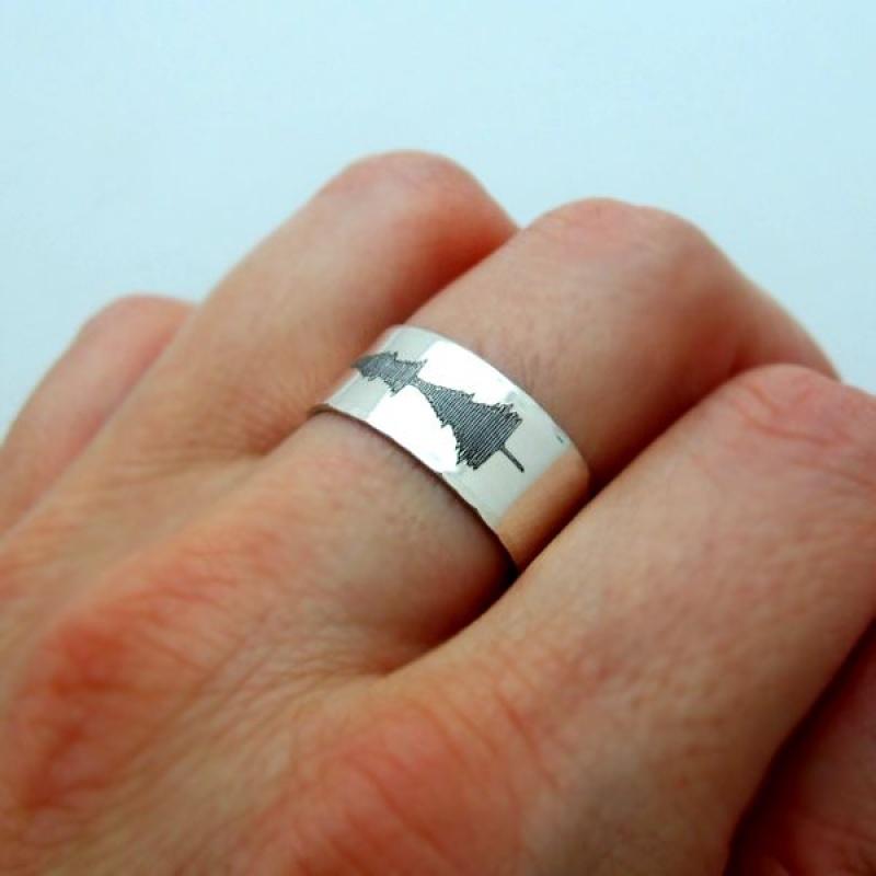 טבעת כסף מעוצבת גלי קול - מתנה מקורת לאישה או לגבר - טבעת בחריטה אישית - טבעת בעיצוב
