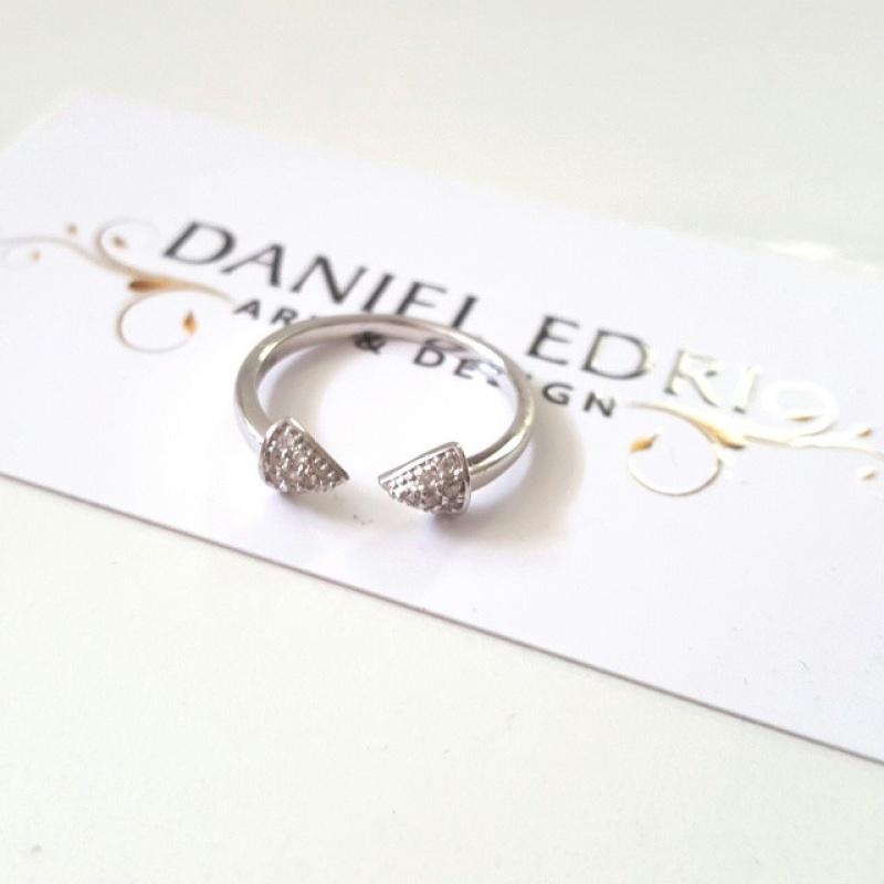 טבעת חצים משובצים