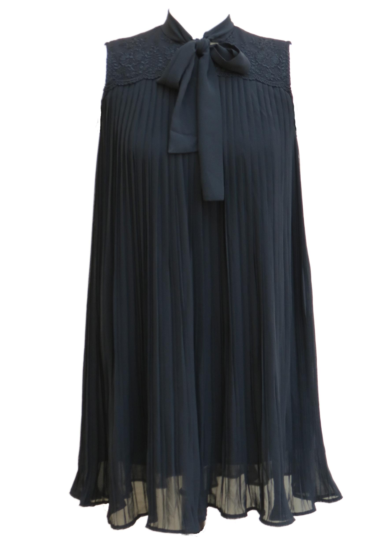 שמלת סנדרה שחורה קטנה