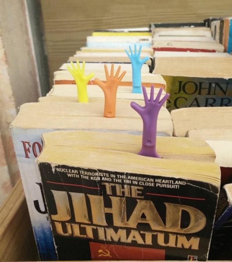 סימניית יד HELP