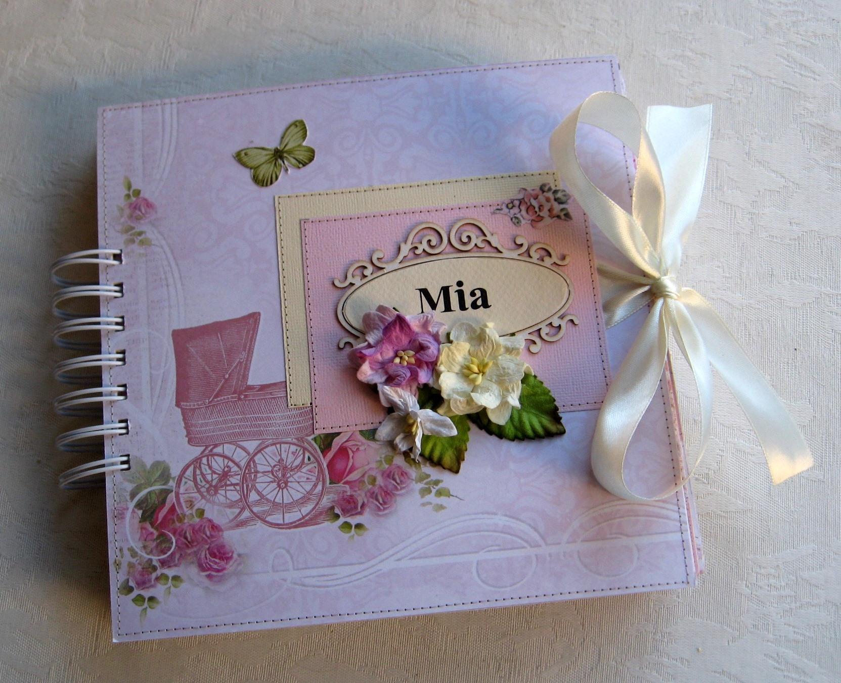 אלבום שנה ראשונה לתינוקת. דגם Mia