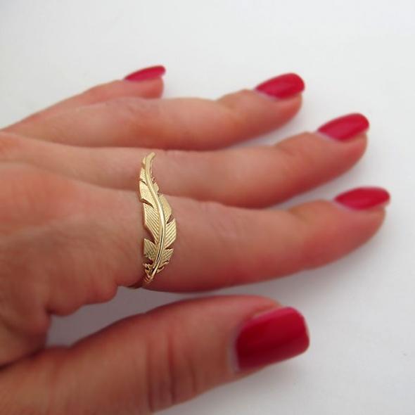 טבעת נוצה גולדפילד - טבעת מיוחדת לאישה - טבעת מעוצבת - טבעת עבודת יחד