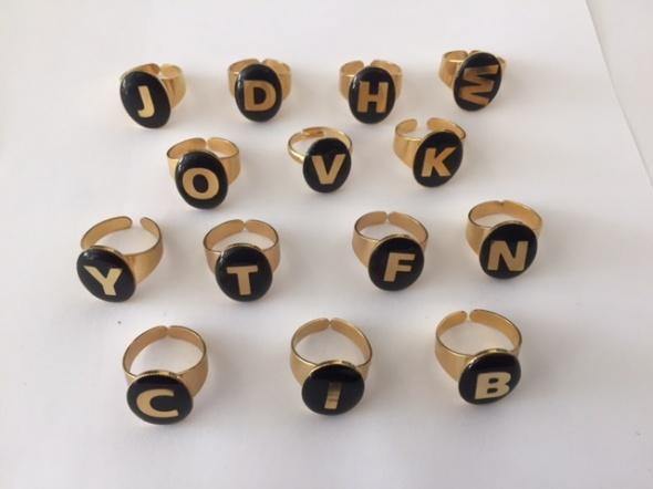 טבעת חותם אותיות - זהב שחור