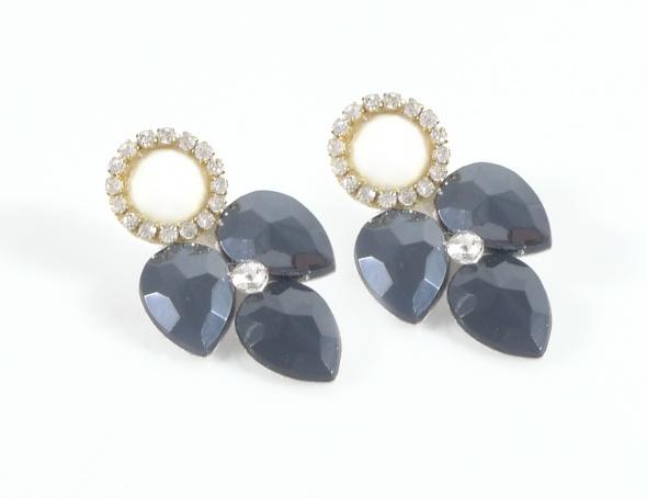 עגילים צמודי אוזן נופלים שנדליר בשיבוץ אבנים בצבע כחול כהה