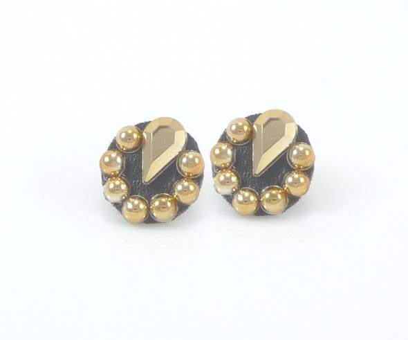 עגיל בעיצוב כפתור בעיטור אבני זהב
