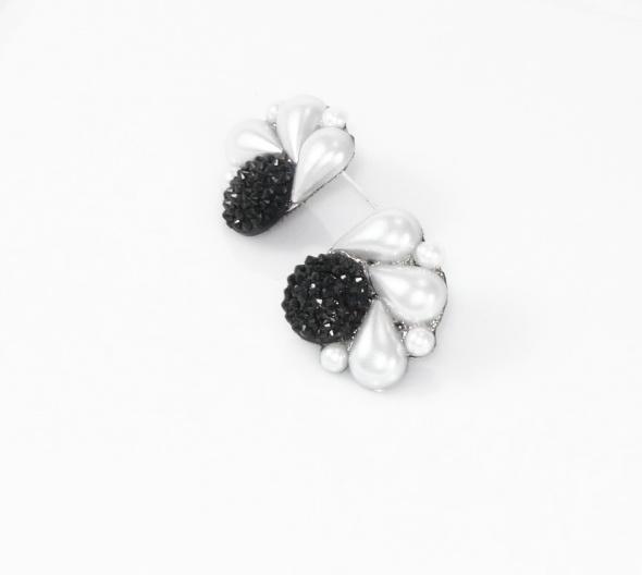 עגיל כפתור שחור בשילוב אבני פנינה