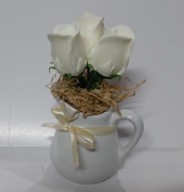 עציץ פרחי סבון בכד חלב - 3 פרחים