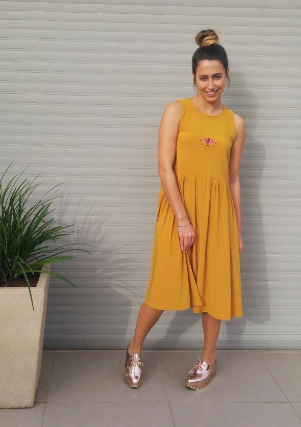 שמלת חיפושית בצבע חרדל
