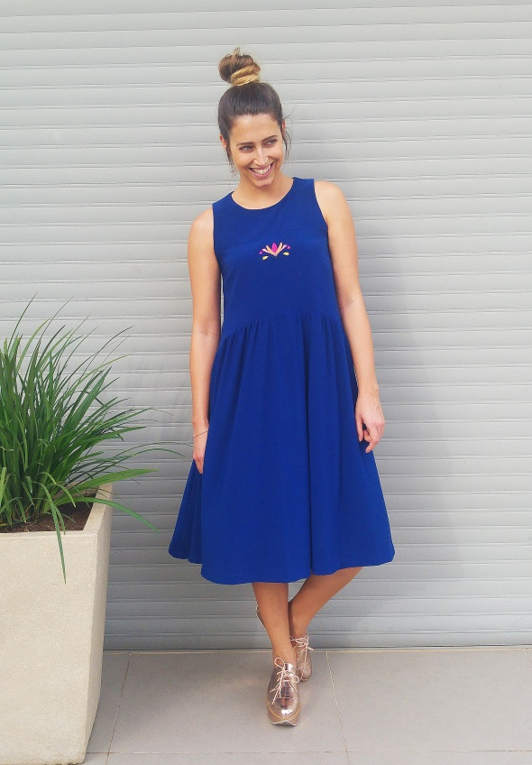 שמלת חיפושית בצבע כחול דגנית