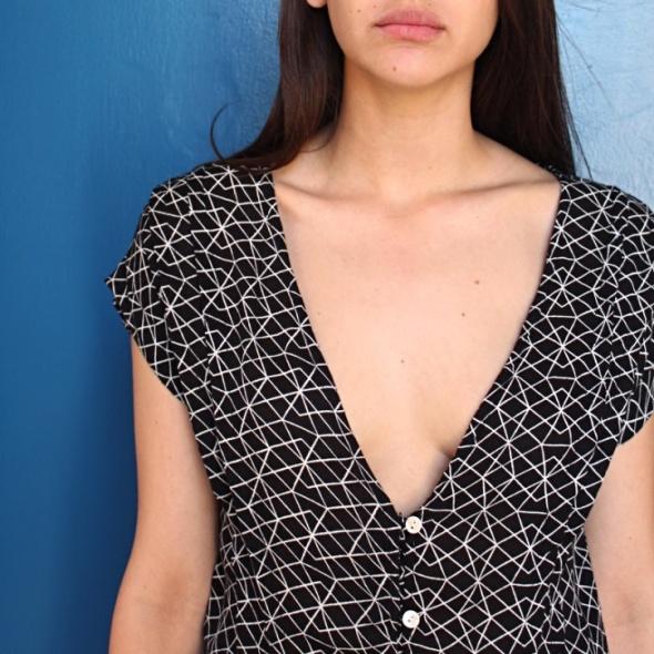 שמלה גאומטרית שחור לבן