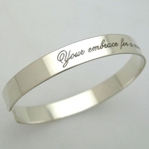 צמיד כסף עם חריטה - צמיד בעיצוב אישי לאישה- מתנה מקורית לאישה - מתנה לחברהף בת זוג