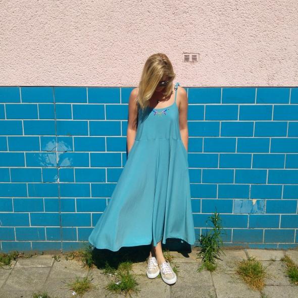 שמלת האמינגבירד באורך מידי בצבע תכלת מעושן