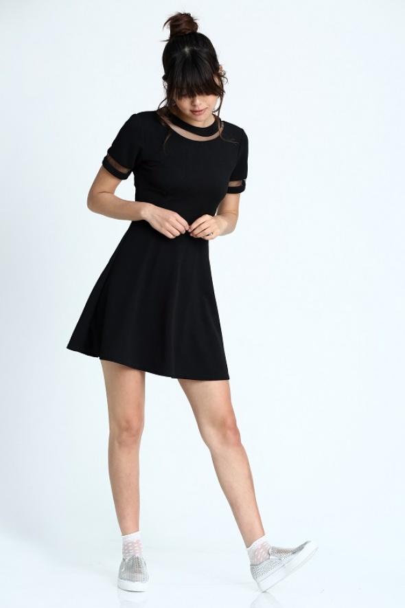 שמלת סקייטר שקיפויות
