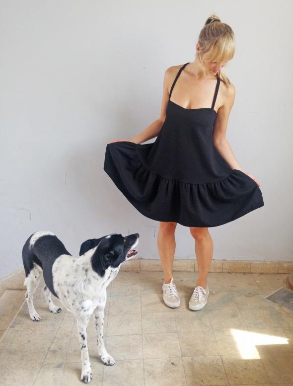 שמלת גן עם איקס בגב בצבע שחור