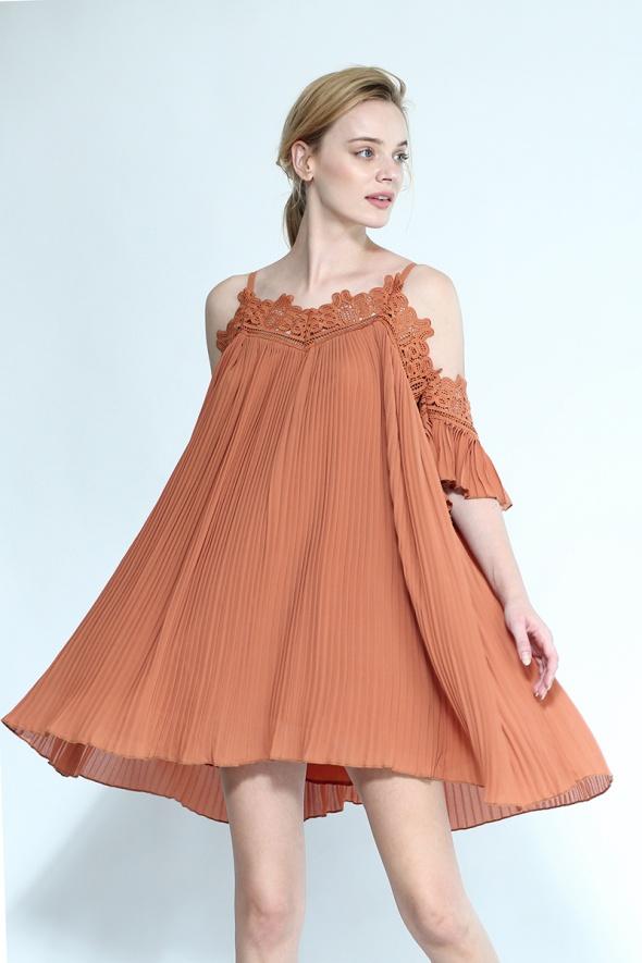 שמלת פליסה בוהמית קאט אאוט